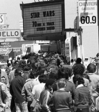 _Star_Wars_Opens_at_the_Coronet_Theatre_in_San_Francisco_1977_10_